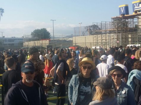 5:27 p.m.: Photo of the crowd waiting in line at Santa Monica High School.